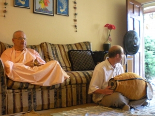 25-Parvat Maharaj and Jayananda Prabhu