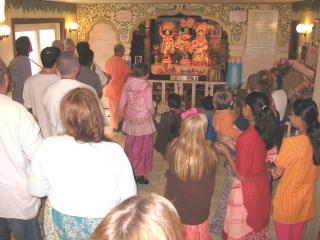 05-ashram-maharaj-sunday-feast