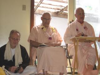 10-ashram-maharaj-sunday-feast