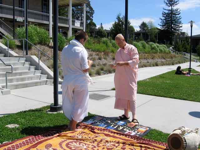 04-ashram-maharaj-cabrillo-bhakti-yoga