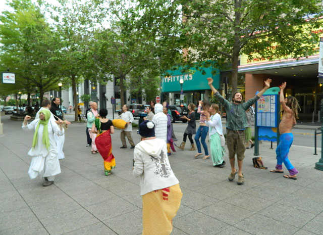 20 Nagarsankirtan in Santa Cruz with Ashram Maharaj