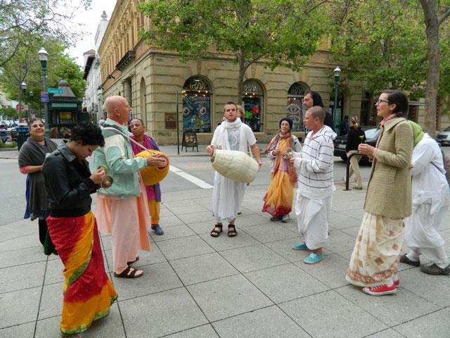 36 Nagarsankirtan in Santa Cruz with Ashram Maharaj