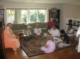 02-Ratan Krishna Prabhu, Dayita Krishna Prabhu, Sakhi Charan Prabhu, Maladhari Didi, Vidura Krishna Prabhu, Jagan Mata Didi, Narayana Prabhu, and Deva Priya Didi