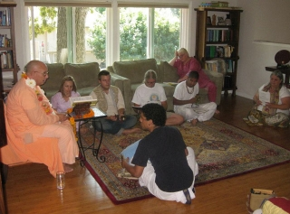 03-Srila Janardan Maharaj started his class with stories about his time with Srila Prabhupad