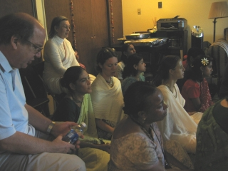 04-Yudhamanyu Prabhu Seva Vikram, Kumkum Devi and other guests