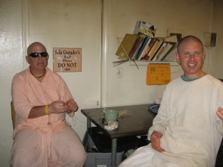 08 Ramai Prabhu Archa Niketan and Nevine Krishna Prabhu have a good laugh–as they are prone to do