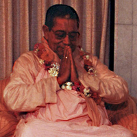 Gurudev with Prayer hands